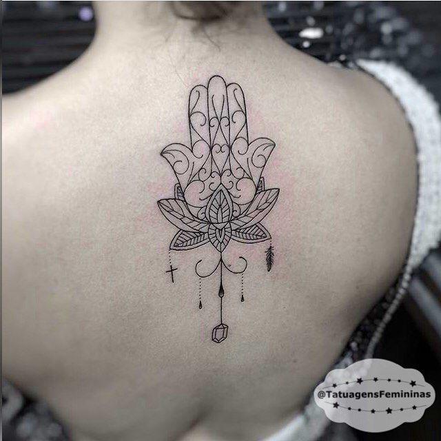 tatuagens femininas mao de fatima para baixo
