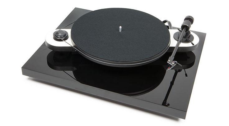 Als neue Basis-Platte zur optimalen Platzierung eines Laufwerks der Pro-Ject Elemental, Essential, Debut und RPM Line ist die neue Pro-Ject Ground it E konzipiert.