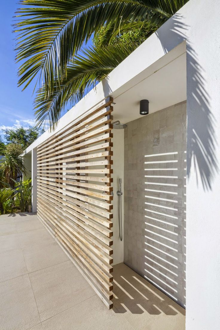 Outdoor shower poolhouspoolhouse pinterest beautiful for Outdoor shower tower