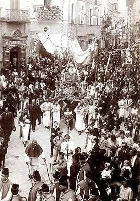 Lucera, processione di onore Santa Maria Assunta patrona della città - thanks to mondimedievali.net #puglia #italy