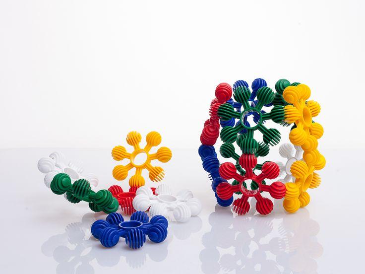 Te gustaría pasar horas de diversión con tu hijo jugando a construir mientras aprende de colores y figuras ? si es así, este es tu juguete ! Juguete didáctico de la semana: ESTRELLAS DIDÁCTICAS. !  Ver más : http://www.creaplast.co/sitio/contenidos_mo.php?it=626