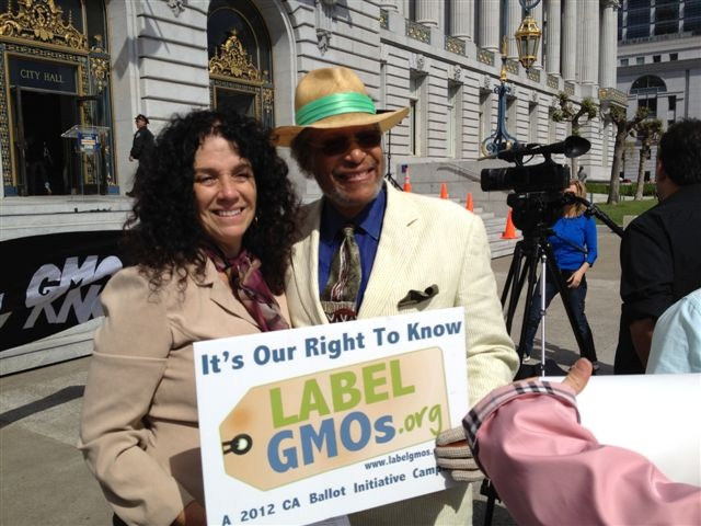 Grandmother Pamm Larry, the initial instigator, shares smiles over the success in collecting 971,126 signatures to get the California Right To Know GMO labeling initiative on the ballot. Thank you Pamm!: 971126 Signatur