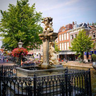 Leiden, de fontijn aan de Vismarkt.