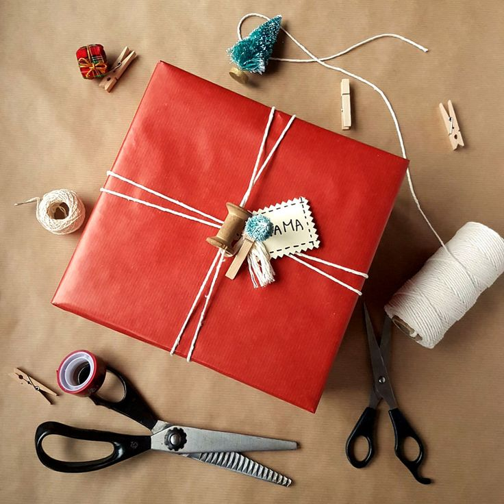 kreatywne pakowanie prezentów [creative gifts wrapping - spool and christmas tree]