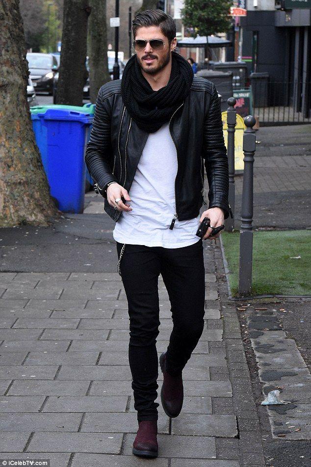 Men's look: Biker jacket, black snood and velvet boots