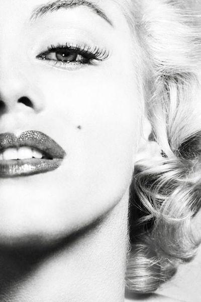 Em 1999 Monroe foi classificada como a sexta maior estrela feminina de todos os tempos pela American Film Institute. Frequentemente é citada como um ícone pop e cultural, bem como símbolo sexual por excelência americana. Em 2009, um canal americano a nomeou na 1ª posição das mulheres mais sexy de todos os tempos.