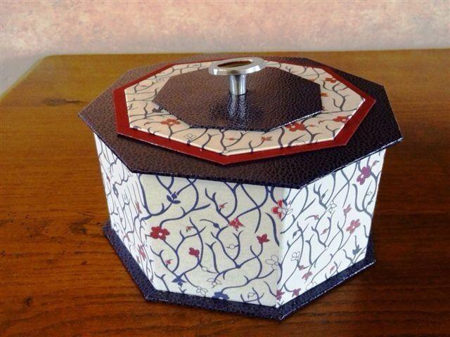 Bonbonnière octogonale de couleur fuschia : Boîtes, coffrets par a-chacun-sa-boite