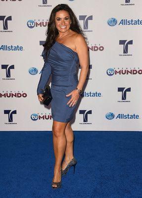 http://modafamosos.about.com/od/alfombraroja/ss/La-Moda-de-la-Alfombra-Azul-De-Los-Premios-Tu-Mundo-2012_11.htm