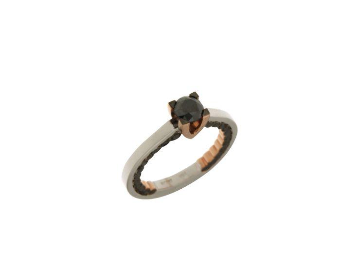 Δαχτυλίδι Μονόπετρο σε ροζ και λευκόχρυσο 18Κ με μαύρα, λευκά διαμάντια 32918