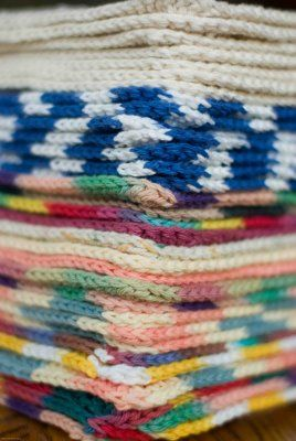 Easy dishcloth crochet pattern. Any skill level of crocheter can whip up a few in an hour or so. Roll them up, tie them up with a ribbon, strip of fabric, or contrasting color yarn.