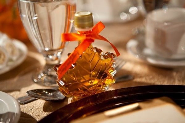 Maple Syrup for guest wedding favors.Debbie Wong Photography, Calgary wedding photography, www.debbiewongphotography.com
