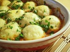 Reteta culinara Garnitura galuste de cartofi in sos picant din categoria Aperitive / Garnituri. Specific Romania. Cum sa faci Garnitura galuste de cartofi in sos picant