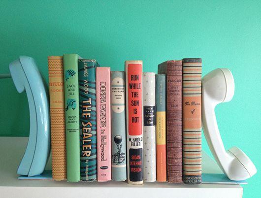 Aparador de livros usando telefone antigo #vintage
