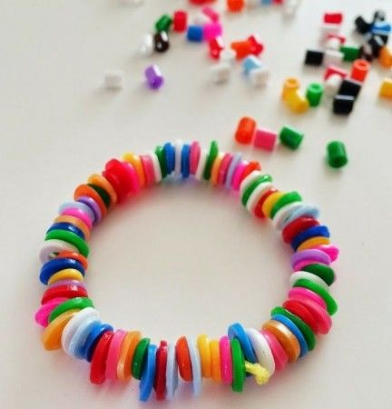 armbandje van strijkkralen maken met kinderen