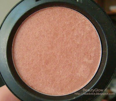 Mac Margin blush. the best, most basic blush. if i can't decide what to wear, this always wins out. looks awesome with bronzer or by itself