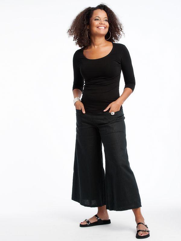 Emmy pants with scoop top www.lousjeandbean.ca  #lousjeandbean #linen #shoplocal #canadianmade Tessa Oort ~ Lousje & Bean