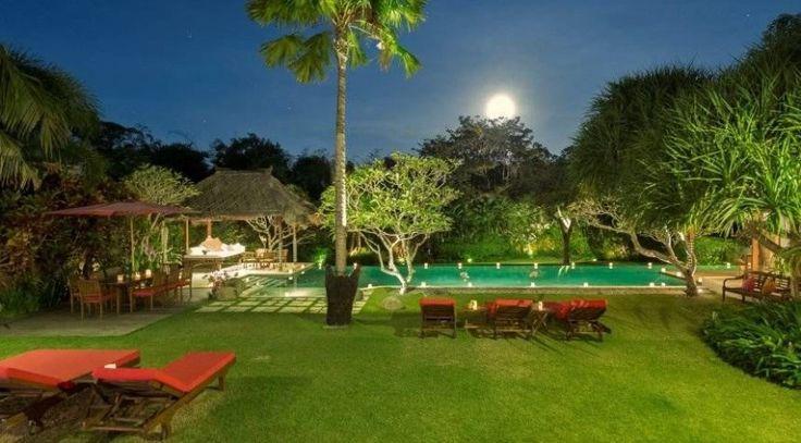 Villa Paloma Pool at The Night