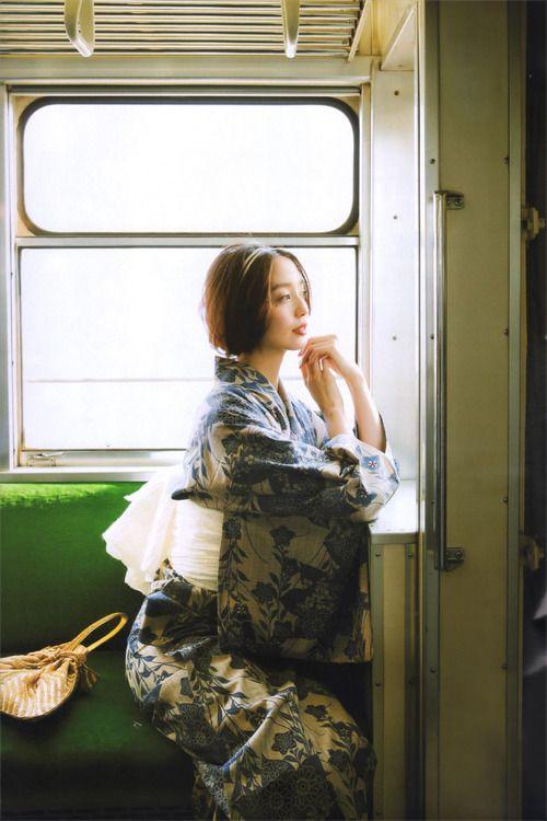 licoricewall: 松島花 (Hana Matsushima): Oggi / Yuata 浴衣 / 奥州小紋・桔梗柄 麻兵地帯 / 竺仙