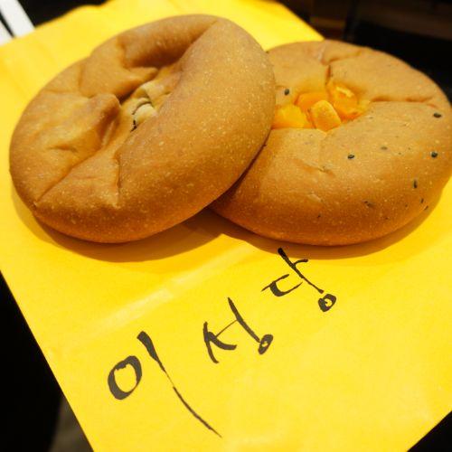 도톰한 빵 속에 달콤한 앙금이 가득한 앙금빵 @롯데백화점 이성당