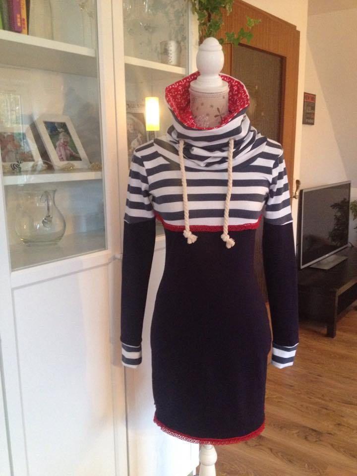 Ahoi Ahoi, Eine Missy als Kleid abgeändert… (Eigentlich nur 24cm verlängert) Da wir hier in Schwansen direkt an der Ostsee wohnen, darf so eine schickes maritimes Kleid natürlich nicht fehlen…