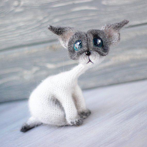 Ravelry: AmiCats Siamese Cat pattern by June Gilbank | 570x570