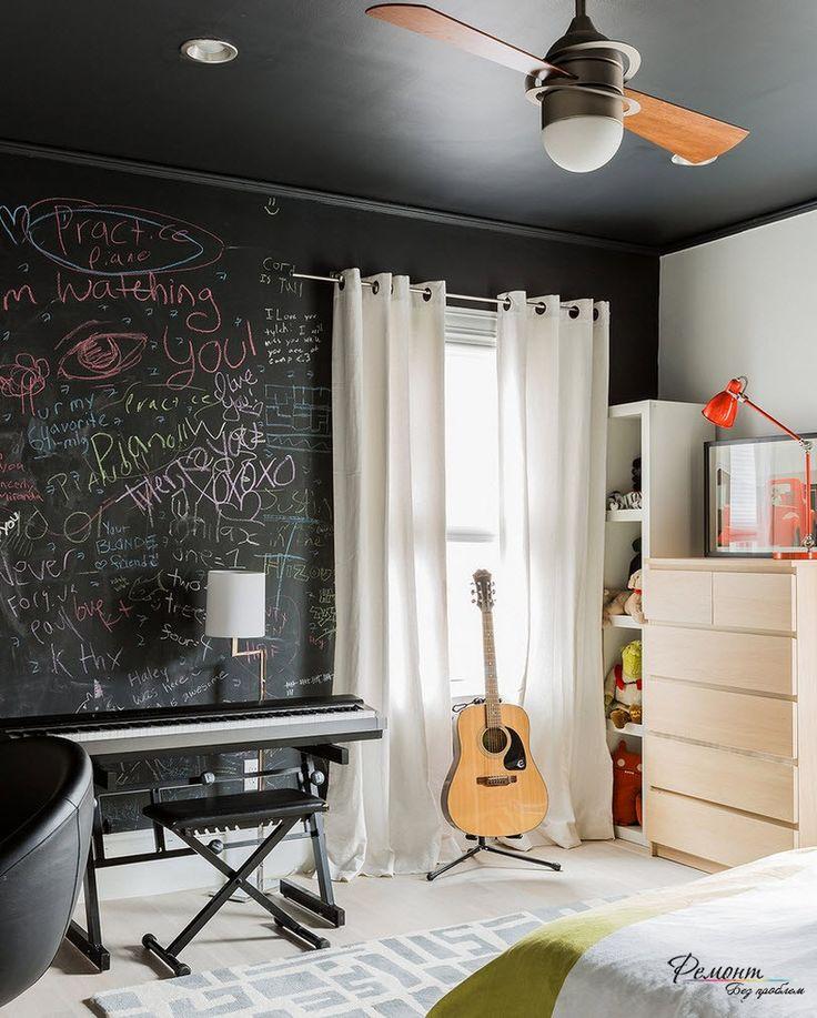 Черный потолок хорош в черно-белом интерьере любого помещения