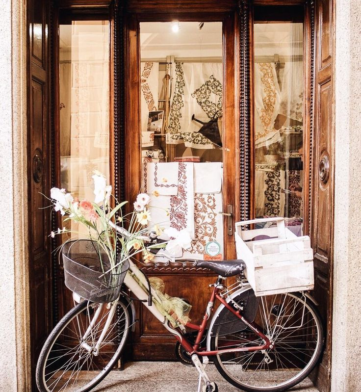 Today is a day of appreciating small things - from finding this bike tucked away in a doorway in Italy to the way Stag always checks to make sure I need something before thinking of himself. The little things are often the most beautiful. And my goal is to spend the rest of the year taking the time to notice - and relish in them. #happythanksgiving #givingthankseveryday  What are you thankful for today?