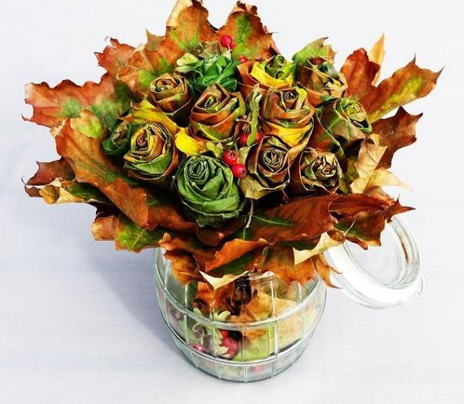 Красивый букет из листьев деревьев, краски набор