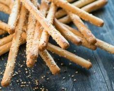Gressins maison salés aux graines de sésame : http://www.fourchette-et-bikini.fr/recettes/recettes-minceur/gressins-maison-sales-aux-graines-de-sesame.html