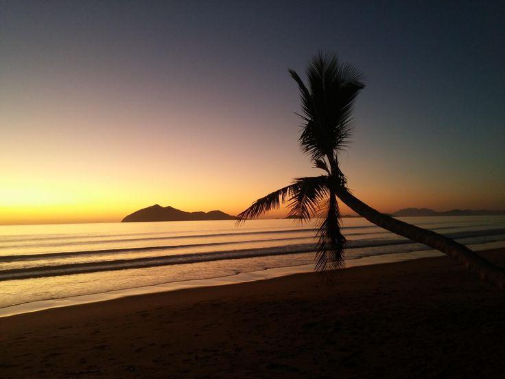 Sunrise in Mission Beach QLD Australia [4160x3120] phil-20 http://ift.tt/2qGo1BG May 07 2017 at 11:15AMon reddit.com/r/ EarthPorn