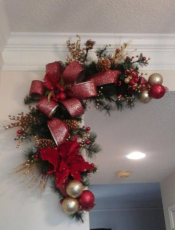 CUSTOM HACE ESQUINA GUIRNALDAS ANY COLORES SHIPPING INCLUIDO  AHORRAR EN GRANDE EN UN CONJUNTO! ¡Mantener y dar a uno! Estas coronas pueden mostrarse sobre una entrada, sobre puertas, ventanas o tu foto favorita! Se hacen para el lado izquierdo o derecho y se puede hacer en cualquier 2 color. Todo únicamente están decoradas con hermosas cintas, bolas de árbol brillante y picos decorativos. Se hacen sobre una base de pino y garland. Me hago estas bases. También se hacen para el lado ...