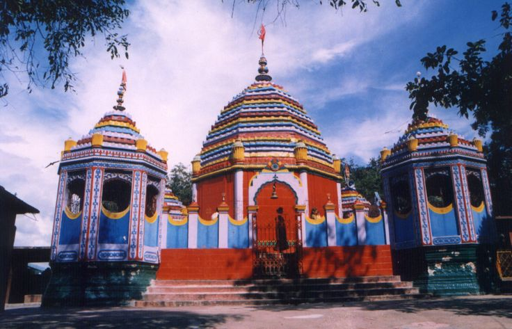 Rajrappa Temple: About 80 k.m. from Ranchi on Ramgarh Chitrapur Road, Rajrappa is situated at the confluence of rivers Damodar and Bhairavi popularly knows as Bhera. Rajrappa, which was once desolate hillocks with a small temple of Chhinamastika, now turned into a famous pilgrim resort for the Hindu devotees mainly from Bihar and West Bengal.