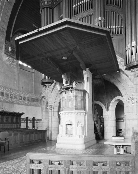 Interieur preekstoel - voormalige Koninginnekerk Rotterdam