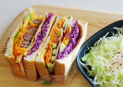 具材をモリモリ入れる「わんぱくサンド」。カラフルでボリュームいっぱいのサンドイッチを楽しむ人が急増中!