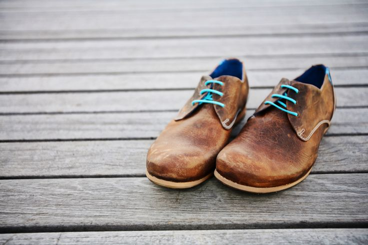 Radio CBC in Brown with two sets of laces (brown and aqua) and blue inside... http://www.raspberryheels.com/shop/produkt,en,men,radios-|-cbc-%5Bbrown-leather%5D.html