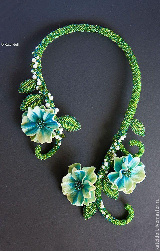 """Amazing beaded necklace   Купить Колье """"Зимние розы"""" - зеленый, гоглубые цветы, бирюзовый, лазурный, веточка с цветами"""