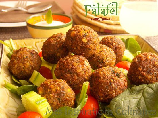 Recette Falafel facile Ingredients Pour 15 à 20 falafels selon la taille 250 g pois chiche secs trempe la veille (12 h min) 3-4 gousses d'ail 1 petit oignons ½ c-a-c bicarbonate ½ c-a-soupe de graines de sesames 1 petit bouquet de persil (ou coriandre ou menthe, ou mélange) 2c-a-c cumin 1 c-a-c coriandre en poudre 2-c-a-c de paprika ¼ c-a-c de cayenne (facultatif) poivre et sel sel ...