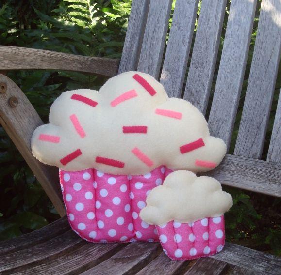 Cómo hacer un almohadón con forma de cupcake4.jpg