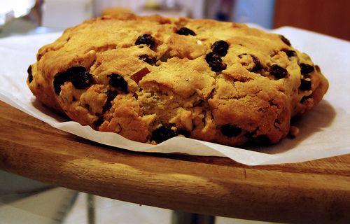 Il pandolce (pandùce): una ricetta antica che viene dal Medioevo, si dice abbia origini persiane ed è il dolce tipico della tradizione culinaria genovese