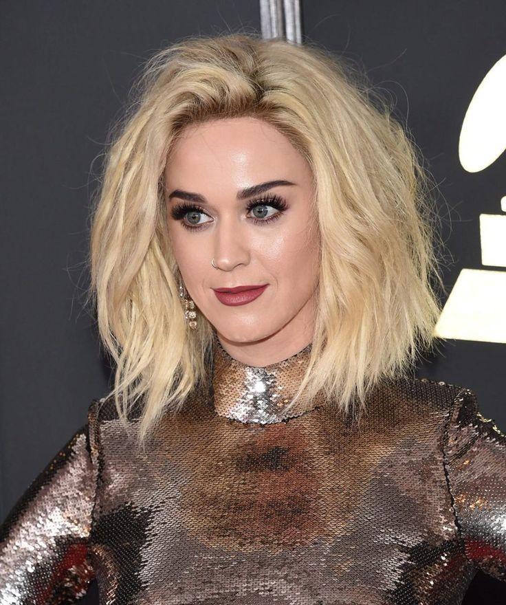 Účesy celebrit na udílení cen Grammy 2017 - Katy Perry