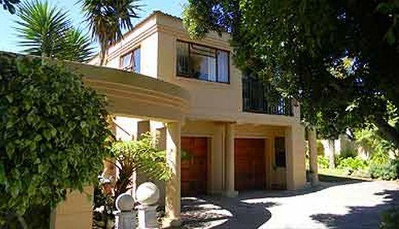 Kaliza's Place - Bed & Breakfast/ Guest House/ Guest Lodge Accommodation in Summerstrand, Western Region, Eastern Cape. http://www.wheretostay.co.za/kaliza/