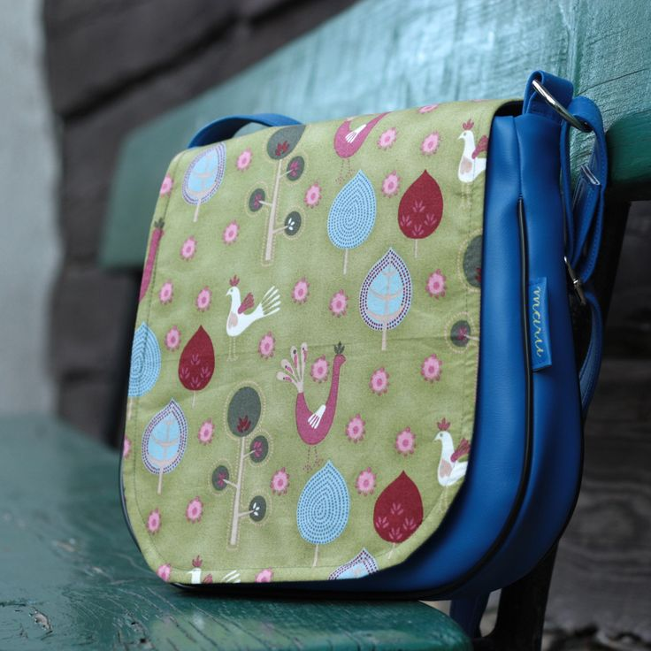 Classical model from MARUhandmade, lovely birdy pattern and that eye-catching blue colour! And as a bonus - content stays dry even in the rain (recently tested on MARUs daughter :-) )