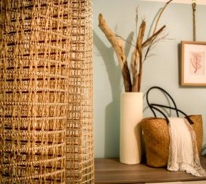 Uno618 - Decorando Seaside  Cortinas doradas de rejilla en habitación de inspiración náutica / Golden net curtains in a coastal bedroom.