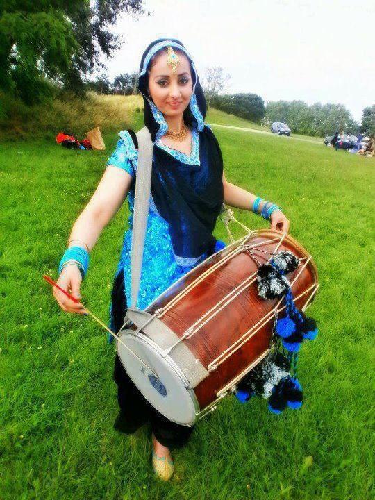 Punjab, India   Punjaban kudi dhol vajadi(punjabi girl playing dhol)