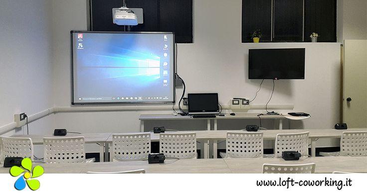 Sale riunioni Milano - Lavagna #digitale e doppio schermo di proiezione