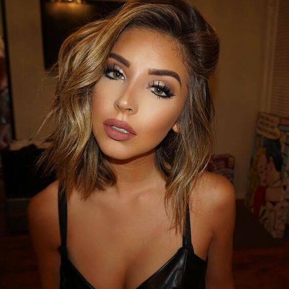 A bronze and glowy makeup look suits everyone with any skin tone. It is just very sultry and natural which is perfect for a summer look. With summer comes the nice tan skin, and with that you can add that subtle glow that highlights all your best features, and have sparkly eyes that look sexy and sultry.