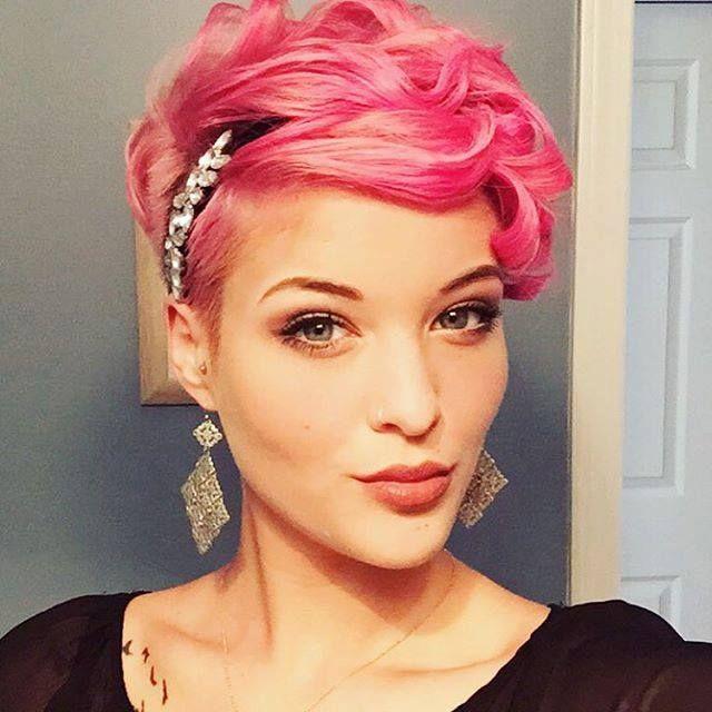 Heb jij lef en wil je graag een stoer model in je haar laten knippen? Ga dan voor lekker kort met een kuif of stekeltjes! Bekijk deze 11 superstoere en originele kapsels voor kort haar en laat je inspireren..