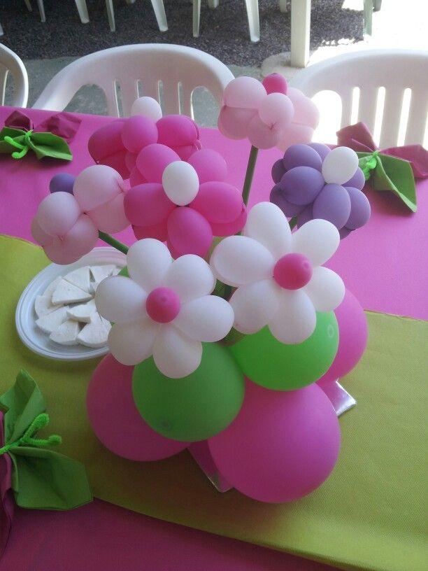 Más flores en la mesa