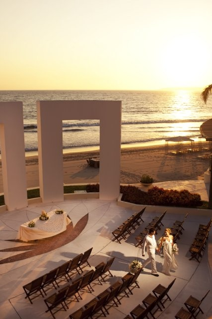 Experience a romantic wedding in Mexico at Grand Velas in Riviera Nayarit, Mexico, a beachfront oasis where love and passion ignite your soul. Views of the Pacific Ocean, golden sunsets a tropical moonlit landscape, and the soft sound of the waves create the perfect melody to your destination wedding on Mexico's golden coast.