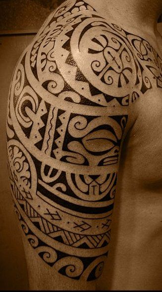 les 25 meilleures id es de la cat gorie tatouage maori bras sur pinterest tatouage maorie. Black Bedroom Furniture Sets. Home Design Ideas